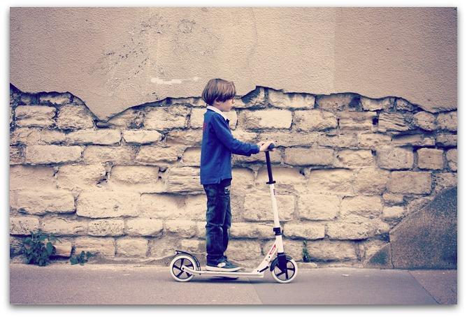 Se déplacer en trottinette électrique : convient pour les enfants et les adultes !